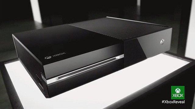 La firme de redmond montre l'édition définitive de la nouvelle console de salon microsoft . new-xbox-one_16
